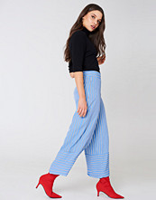 NA-KD High Waist Culotte Pants blå multicolor