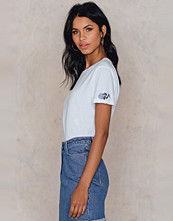 NA-KD Trend Rose Sleeve Embroidery Tee