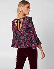 NA-KD Boho Flounced Sleeve V-Neck Blouse multicolor