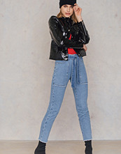 NA-KD Belted Jeans