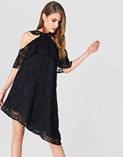 NA-KD Boho Cold Shoulder Frill Lace Dress