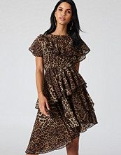 NA-KD Boho Asymmetric Flounce Dress