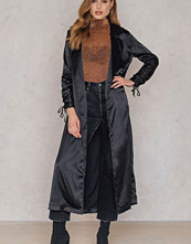 Boohoo Ruched Sleeve Duster svart