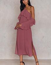 NA-KD Trend Frill A-neck Midi Dress