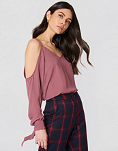 NA-KD Cold Shoulder Knot Sleeve Top rosa