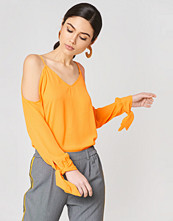 NA-KD Cold Shoulder Knot Sleeve Top orange