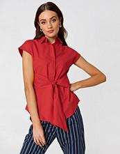 NA-KD Classic Tied Waist Cap Sleeve Shirt röd