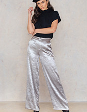 NA-KD Party Metallic Flared Pants silver