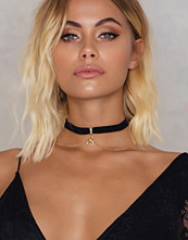 NA-KD Accessories Suede Choker With Chains and Crescent