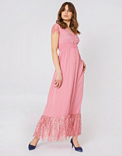 Debiflue x NA-KD Buttoned Maxi Lace Dress rosa