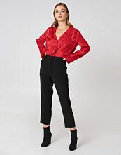 NA-KD Trend Raw Hem Pants svart