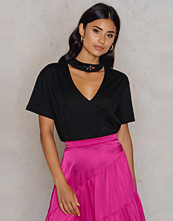 NA-KD Trend Rose Cut Out Tee