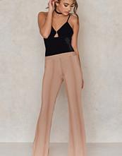 Aéryne X NA-KD Fuyu Trousers beige