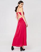Rut&Circle Lina Cross Back Dress röd