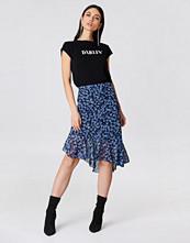 NA-KD Asymmetric Ruffle Chiffon Skirt
