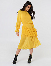 Trendyol Ruffle Detail Midi Dress gul