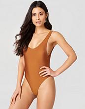 Hannalicious x NA-KD High Cut Swimsuit - Baddräkter