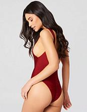 Hannalicious x NA-KD High Cut Swimsuit röd