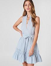Debiflue x NA-KD Sleeveless Front Tie Dress
