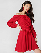 Hannalicious x NA-KD Off Shoulder Ballon Sleeve Dress