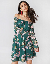 Hannalicious x NA-KD Off Shoulder Chiffon Dress