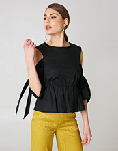 NA-KD Cut Out Knot Detail Top svart