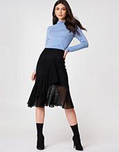 NA-KD Trend Fishnet Flounce Skirt