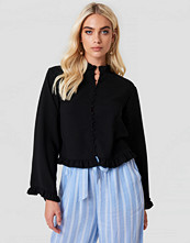 Andrea Hedenstedt x NA-KD Trumpet Sleeve Frill Blouse