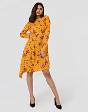 NA-KD Asymmetric Long Sleeve Frill Dress multicolor