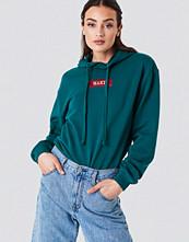 NA-KD NA-KD Logo Hoodie grön