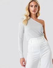 NA-KD Trend One Shoulder Metallic Sweater