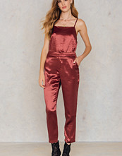 NA-KD Party Metallic Straight Pants röd röd