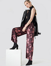 NA-KD Printed Velvet Flared Pants multicolor