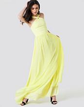 Trendyol Wrapped Halter Maxi Dress