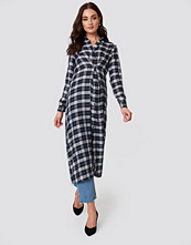 NA-KD Buttoned Asymmetric Shirt Dress blå multicolor