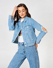 NA-KD Cut Out Sleeve Denim Jacket - Jackor