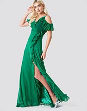 Trendyol Cold Shoulder Frill Maxi Dress