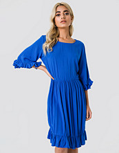 Trendyol Buttoned Back Midi Dress blå