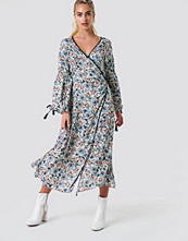 Glamorous Wrap Maxi Floral Dress multicolor