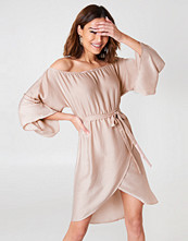 NA-KD Off Shoulder Kimono Sleeve Dress