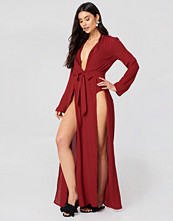 Hannalicious x NA-KD Double Front Slit Chiffon Dress röd