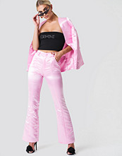 Galore x NA-KD Shiny Bootcut Pants rosa