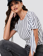 NA-KD Tie Sleeve Blouse - Blusar