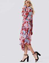 NA-KD Boho Asymmetric Chiffon Frill Dress