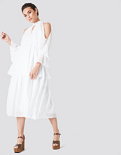 Trendyol Deco Shoulder Detailed Midi Dress