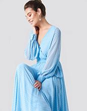 Trendyol V-Neck Maxi Dress
