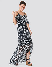 Trendyol Abi Detailed Maxi Dress svart