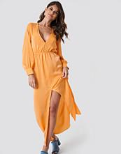 Andrea Hedenstedt x NA-KD Front Button Maxi Dress orange