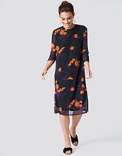 NA-KD Mesh Knee Dress lila