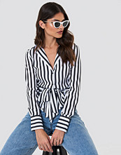 NA-KD Trend Tied Waist Striped Shirt svart